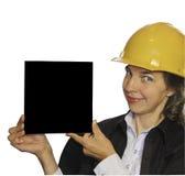 A mulher em um capacete com anúncio nas mãos Fotografia de Stock