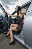Mulher em um carro imagens de stock royalty free