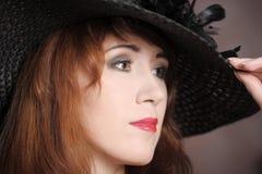 A mulher em um chapéu Imagens de Stock