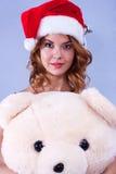 Mulher em um chapéu de Papai Noel fotos de stock