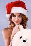 mulher em um chapéu de Papai Noel imagens de stock royalty free