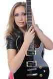 Mulher em um completo com uma guitarra preta Fotografia de Stock Royalty Free