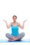 Mulher em um pose da meditação da ioga fotos de stock royalty free