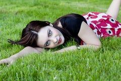 Mulher em um prado Foto de Stock Royalty Free