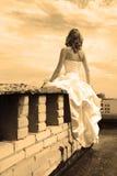 Mulher em um telhado Fotografia de Stock