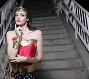 Mulher em um traje do super-herói Fotografia de Stock Royalty Free