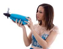 Mulher em um vestido azul fotografia de stock