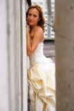 Mulher em um vestido de casamento fotos de stock royalty free