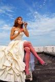 Mulher em um vestido de casamento imagens de stock