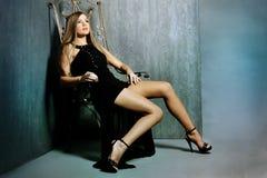 Mulher em um vestido de noite Imagem de Stock Royalty Free