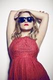Mulher em um vestido vermelho Imagens de Stock Royalty Free