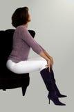 Mulher em uma cadeira Fotos de Stock
