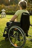 Mulher em uma cadeira de rodas Foto de Stock