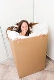Mulher em uma caixa Imagens de Stock