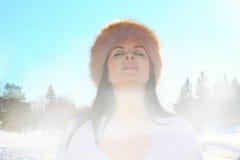 Mulher em uma meditação profunda imagem de stock