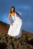 Mulher em uma rocha Fotografia de Stock Royalty Free