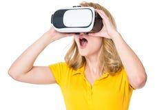 Mulher em vidros de VR Foto de Stock Royalty Free