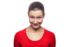 Mulher emocional com t-shirt e as sardas vermelhos Fotos de Stock Royalty Free
