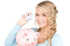 Mulher encantadora com banco piggy e dinheiro Fotos de Stock Royalty Free