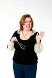 A mulher engraçada com whisk imagem de stock