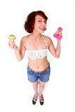 Mulher engraçada com dumbbells e bolo Imagens de Stock