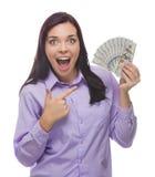 Mulher entusiasmado da raça misturada que guarda as notas de dólar do novo cem Imagem de Stock Royalty Free
