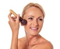 Mulher envelhecida média bonita fotografia de stock