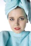 Mulher envolvida nas toalhas Imagem de Stock Royalty Free