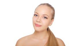Mulher escandinava nova de sorriso após o procedimento da extensão da pestana Olhos da mulher com pestanas longas chicotes Isolad imagem de stock