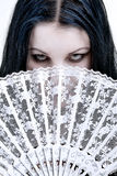 Mulher escondida atrás de um ventilador Imagem de Stock Royalty Free