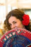 Mulher espanhola com o ventilador vermelho e azul Fotos de Stock Royalty Free