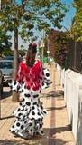 A mulher espanhola vestiu-se para a celebração do carnaval e o passeio na Espanha fotos de stock royalty free