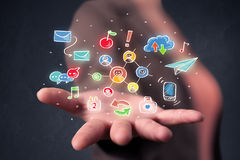 Mulher esperta que guarda aplicações coloridas Imagens de Stock
