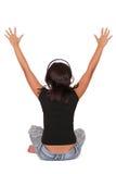 A mulher está escutando a música Fotos de Stock Royalty Free