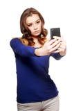 A mulher está fazendo o selfie fotos de stock