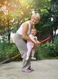 A mulher está jogando bruxas com seu pouco granddaugh Imagens de Stock Royalty Free