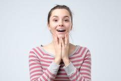 Mulher europeia da beleza com emoção feliz e satisfeita na cara imagem de stock royalty free