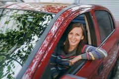 Mulher europeia de sorriso feliz nova bonita Foto de Stock