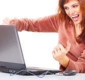 Mulher exaltada com portátil foto de stock royalty free