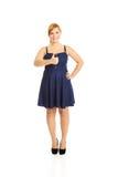 Mulher excesso de peso feliz com polegares acima Foto de Stock Royalty Free
