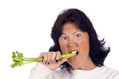 Mulher excesso de peso que tenta comer saudável Fotografia de Stock
