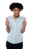 Mulher Excited que gesticula os polegares dobro acima imagens de stock royalty free