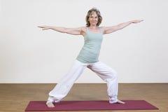A mulher exercita a ioga Imagens de Stock Royalty Free