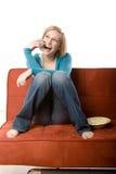 A mulher fala no telemóvel Fotografia de Stock