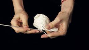 A mulher faz malha para fazer crochê filme