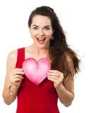 Mulher feliz bonita que guardara um coração do amor Fotografia de Stock