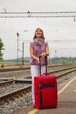 Mulher feliz com bagagem Fotografia de Stock Royalty Free