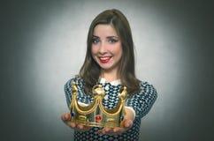Mulher feliz com coroa dourada Primeiro conceito do lugar imagem de stock royalty free