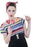 Mulher feliz com o lollipop isolado no branco Fotografia de Stock