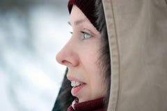 Mulher feliz da beleza exterior no inverno fotos de stock royalty free